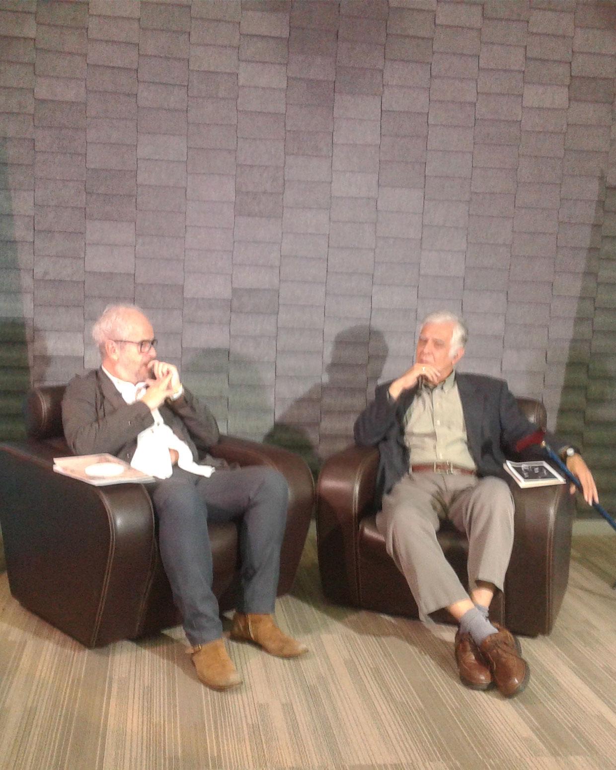 Claudio López de Lamadrid (Izquierda) y Alonso Cueto. 7 FOTOGRAFÍA DE WINSTON MANRIQUE