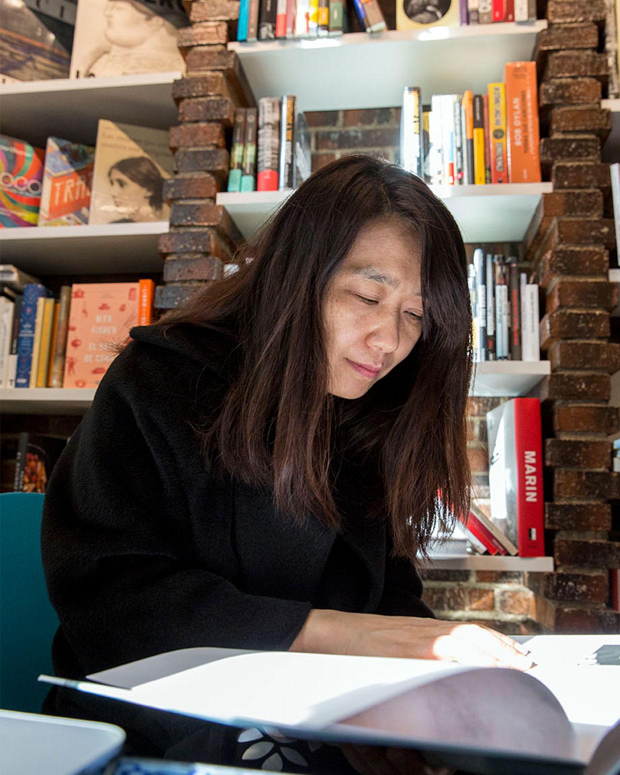 La escritora surcoreana Han Kang en la Librería Alberti, de Madrid. /Fotografía de Lisbeth Salas