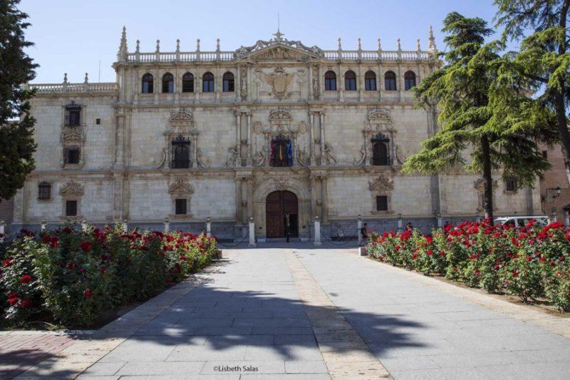 Fachada de la Universidad de Alcalá de Henares (España). /Fotografía de Lisbeth Salas