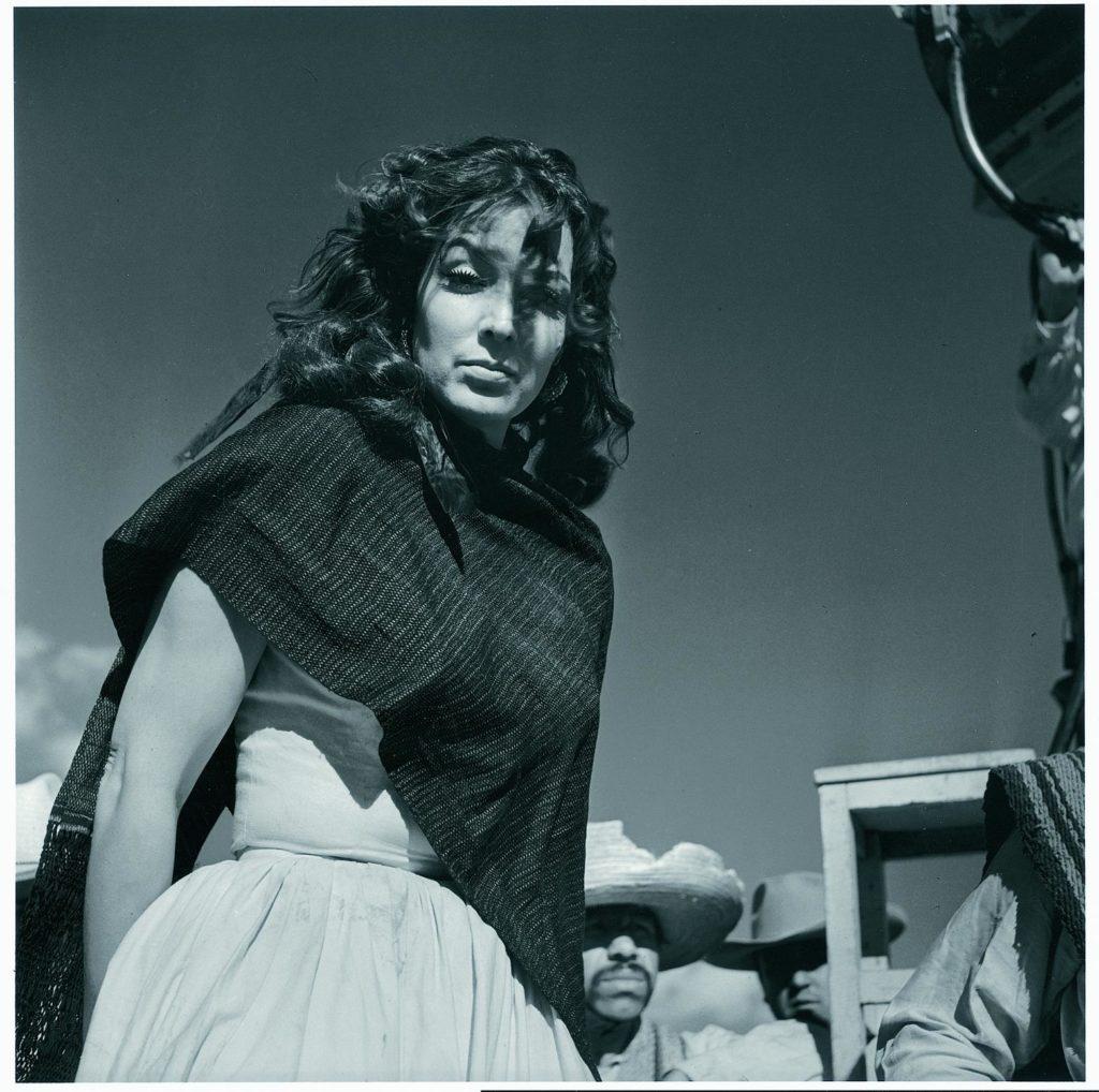Una mujer fotografiada por Juan Rulfo.