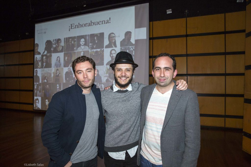 De izquierda a derecha: Felipe Restrepo Pombo, Cristián Romero y Giuseppe Caputo, tres de los autores colombianos de Bogotá39-2017 este 5 de mayo tras el anuncio de la lista. / Fotografía de Lisbeth Salas