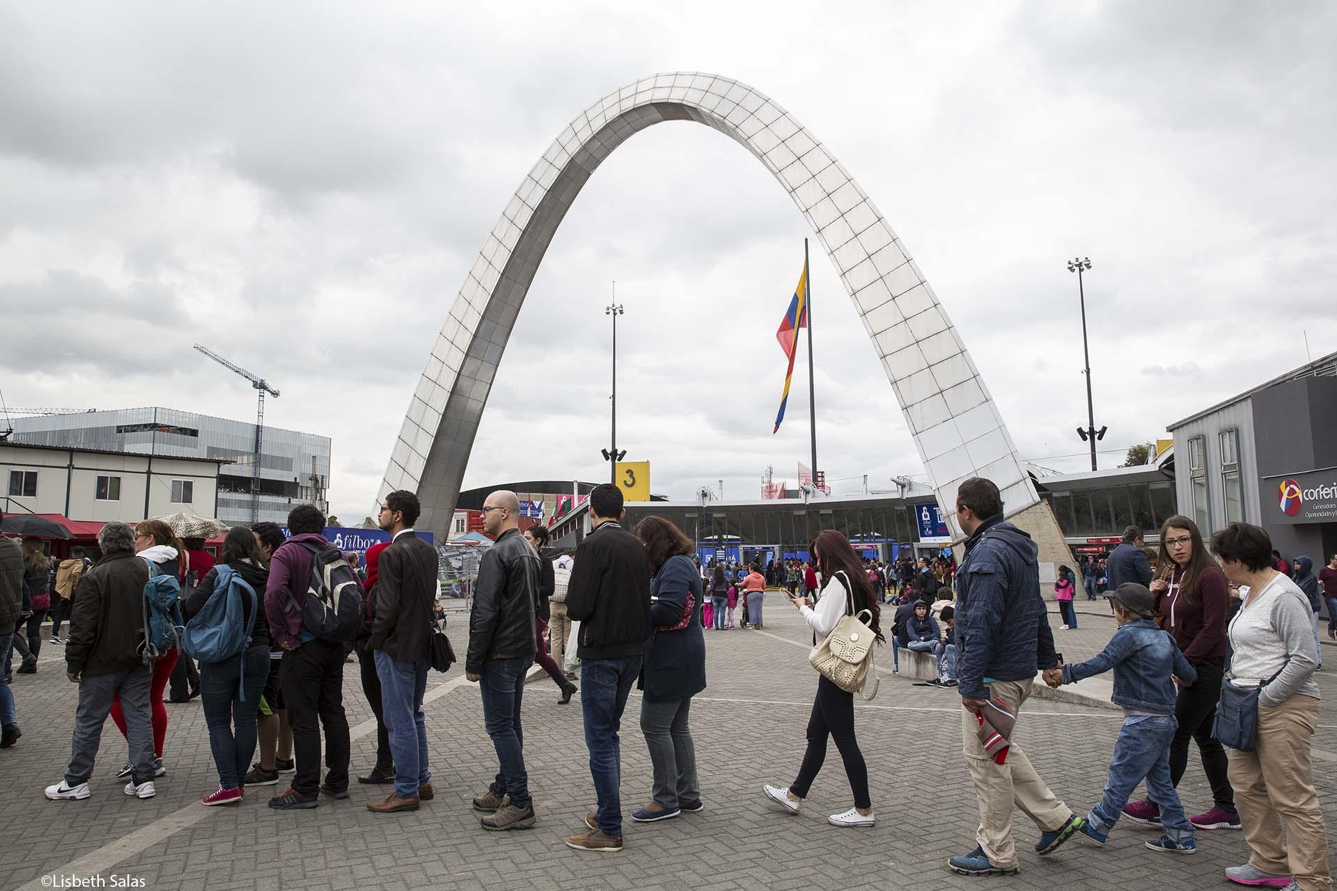 Entrada principal de la Feria Internacional del Libro de Bogotá.