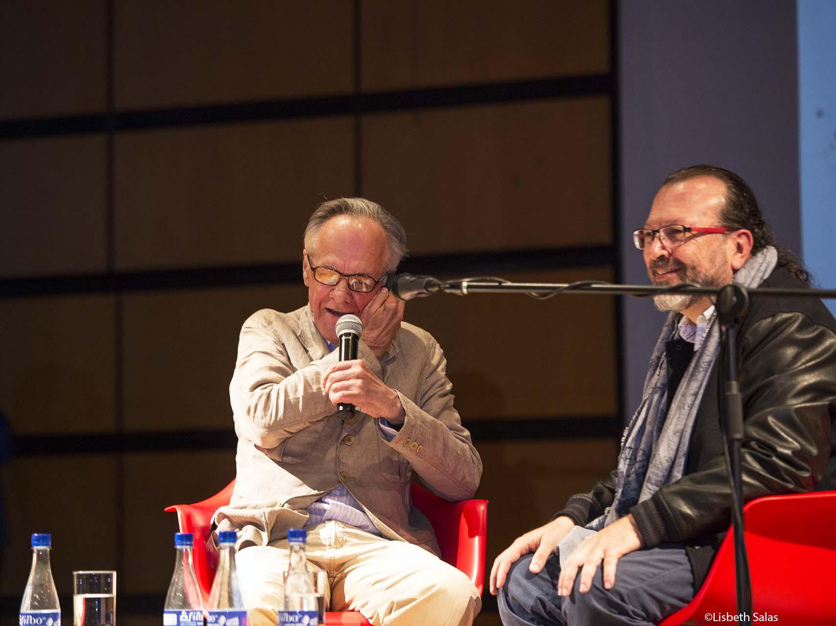 Fernando Vallejo (Izquierda) y William Ospina, durante la conversación este sábado en la FILBo. / Fotografía de Lisbeth Salas.